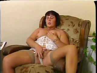 chubby mommy gives her shaggy wet crack a proper