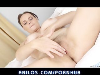 bigtit wife fingers hairy clitoris