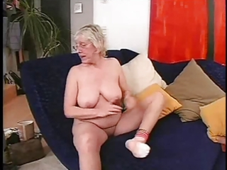 granny in glasses can to fuck