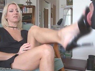 sexy milf aged feet worship