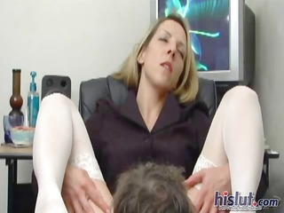 marie widens her legs