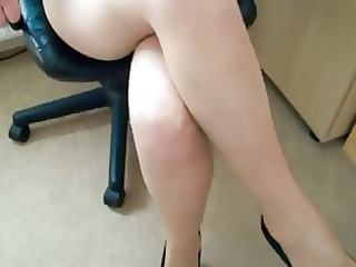 honeys putting on her pantyhose-tights d56